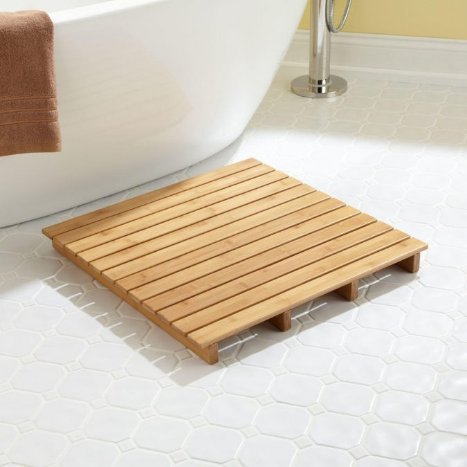 Wooden-square-shaped-bath-rug2-675x675 10 Creative DIY Bathroom Rugs