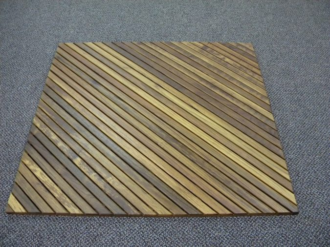 Wooden-square-shaped-bath-rug4-675x506 10 Creative DIY Bathroom Rugs