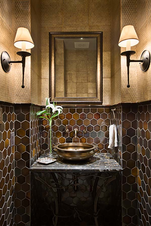bathroom-mirror-with-built-in-lights5 Latest Trends: Best 27+ Bathroom Mirror Designs