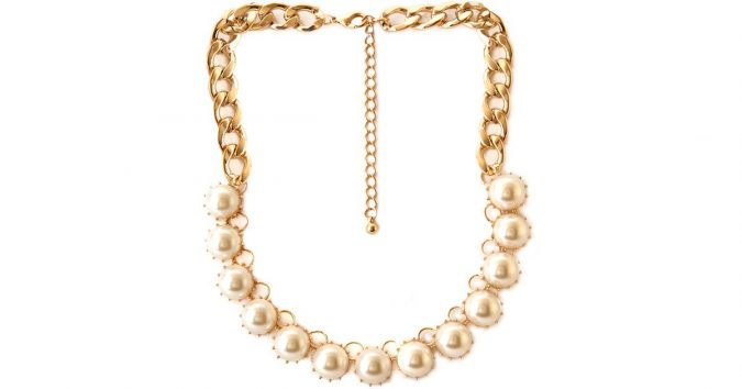 beige-bulky-faux-pearl-necklace-675x354 6 Main Necklace Trends For Summer 2018