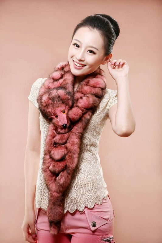 catchy-scarves-2 39+ Most Stunning Christmas Gifts for Teens 2020