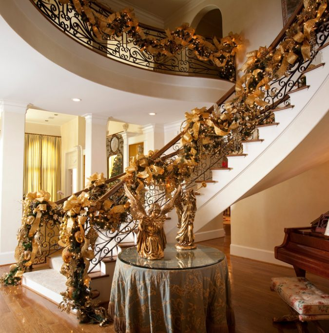 designrulz-staircase-christmas-deco-023-675x683 2018 Best New Year's Eve Decorating Ideas