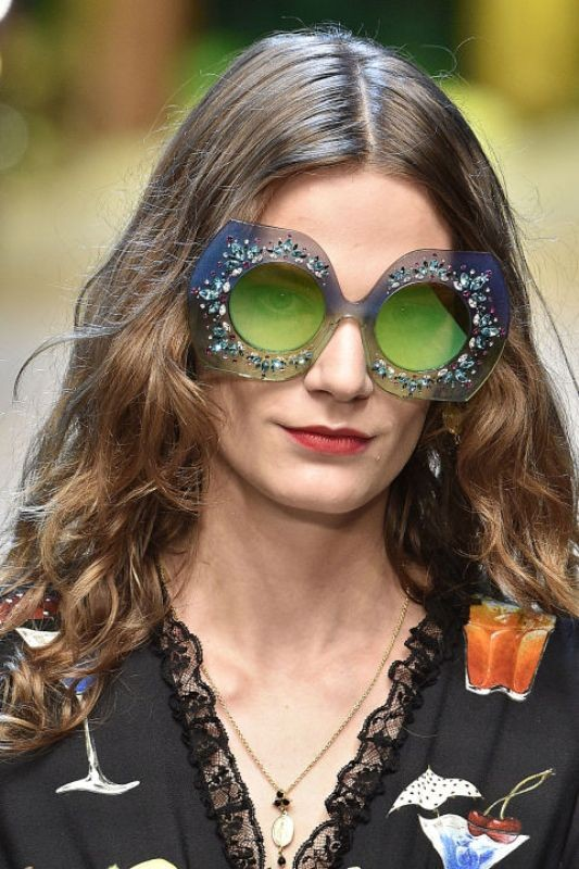 embellished-sunglasses-7 Best 10 Hottest Eyewear Trends for Men & Women 2019