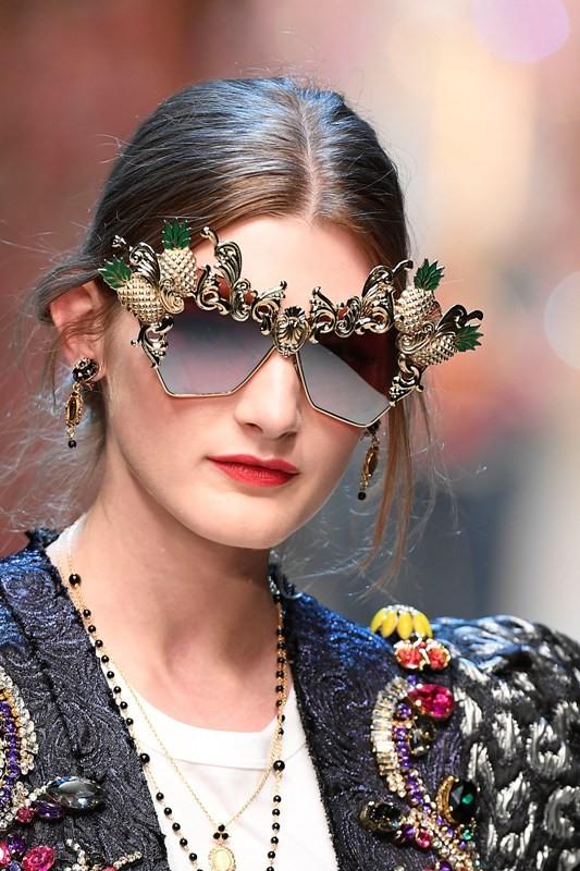 embellished-sunglasses-8 Best 10 Hottest Eyewear Trends for Men & Women 2018