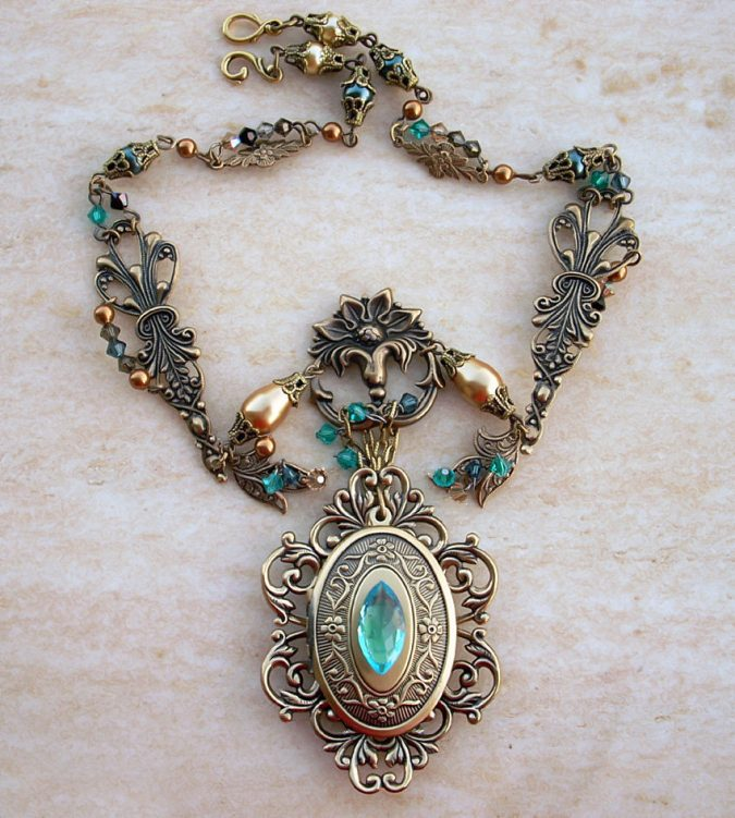 emerald_dragon_golden_amulet_1_by_aranwen-675x751 6 Main Necklace Trends For Summer 2018