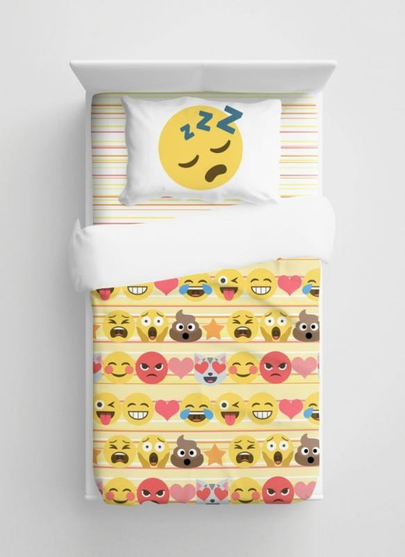 emoji-bedding-1 50 Affordable Gifts for Star Wars & Emoji Lovers