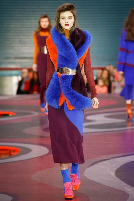 fur-scarves-2 20+ Catchiest Scarf Trends for Women in 2020