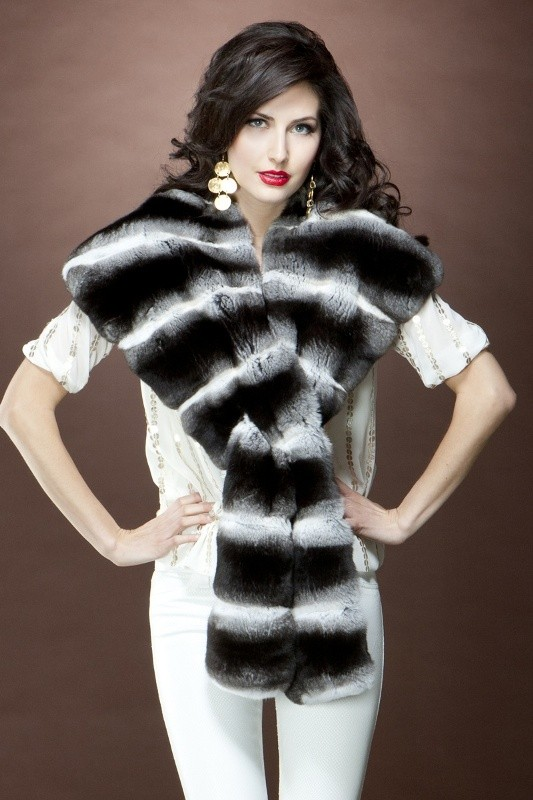 fur-scarves-7 20+ Catchiest Scarf Trends for Women in 2020
