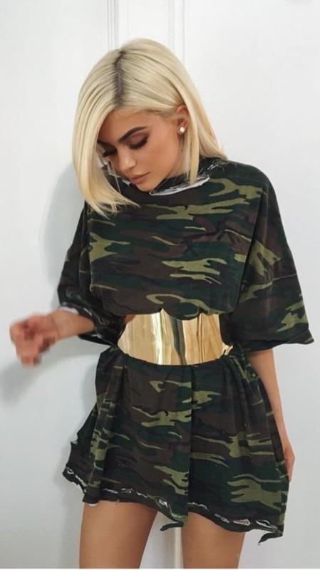 golden-metallic-belt-2 50+ Hottest Fashion Trends for Teenage Girls in 2020
