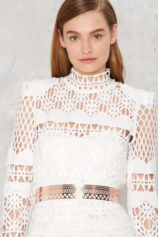 golden-metallic-belt-5 50+ Hottest Fashion Trends for Teenage Girls in 2020