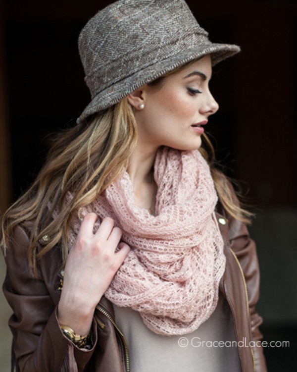 knit-scarves-11 11 Tips on Mixing Antique and Modern Décor Styles