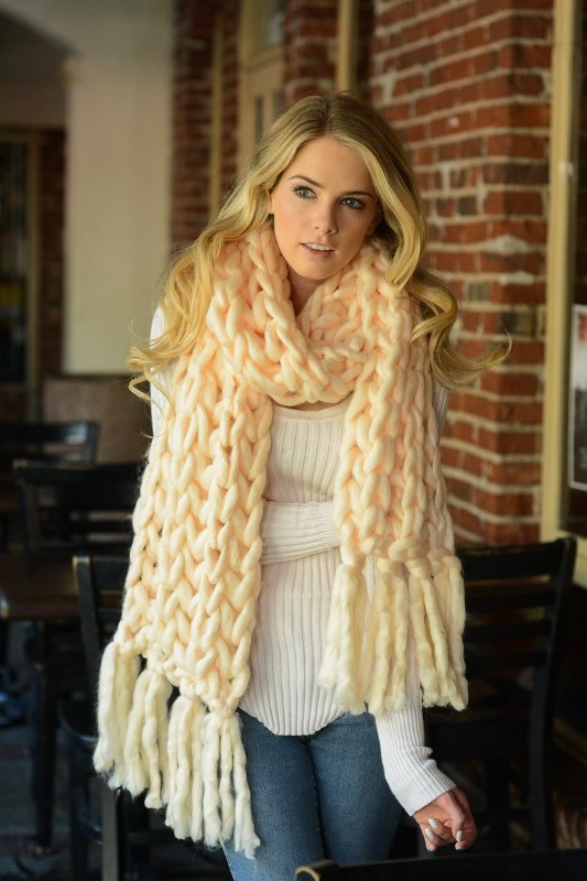 knit-scarves-4 20+ Catchiest Scarf Trends for Women in 2020