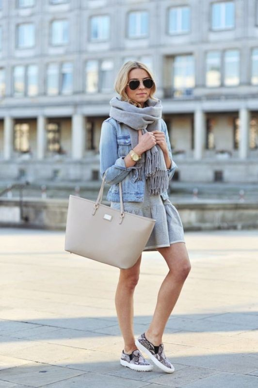 long-scarves-11 20+ Catchiest Scarf Trends for Women in 2020