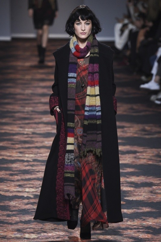 long-scarves-6 20+ Catchiest Scarf Trends for Women in 2020