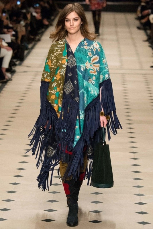long-scarves-8 20+ Catchiest Scarf Trends for Women in 2020