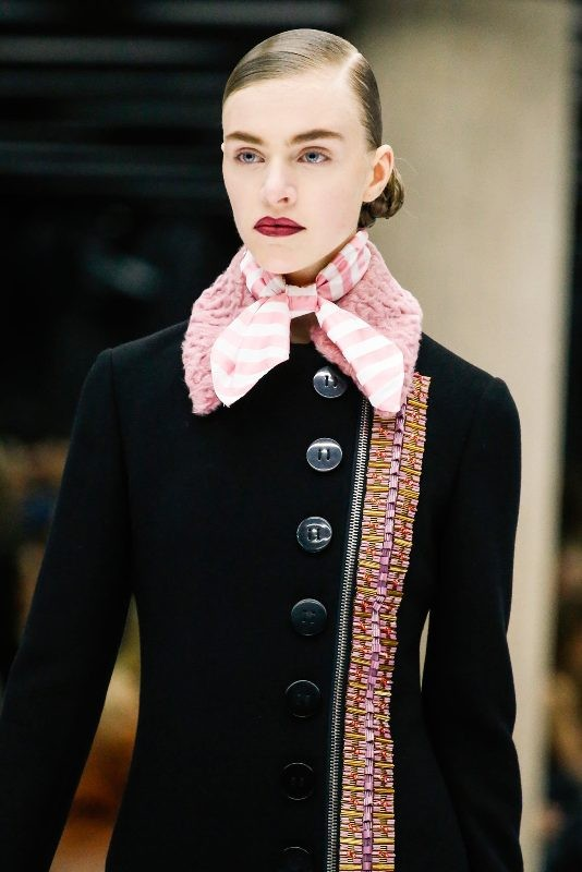 neckerchiefs-2 +20 Catchiest Scarf Trends for Women in 2017