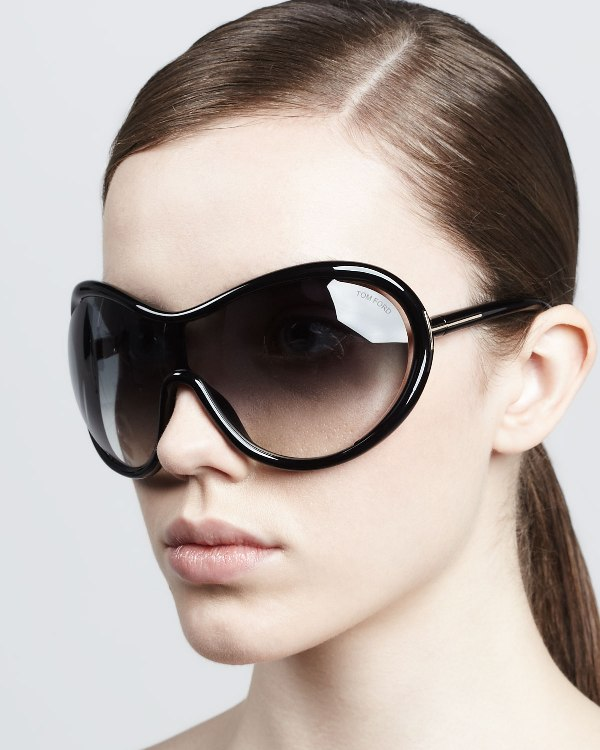 oversized-sunglasses-8 11 Hottest Eyewear Trends for Men & Women 2017
