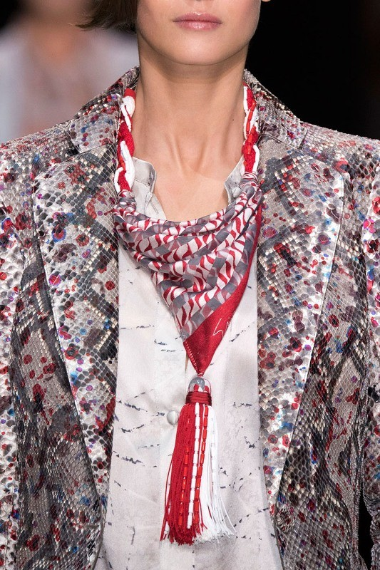 scarf-trends-2017-3 20+ Catchiest Scarf Trends for Women in 2020
