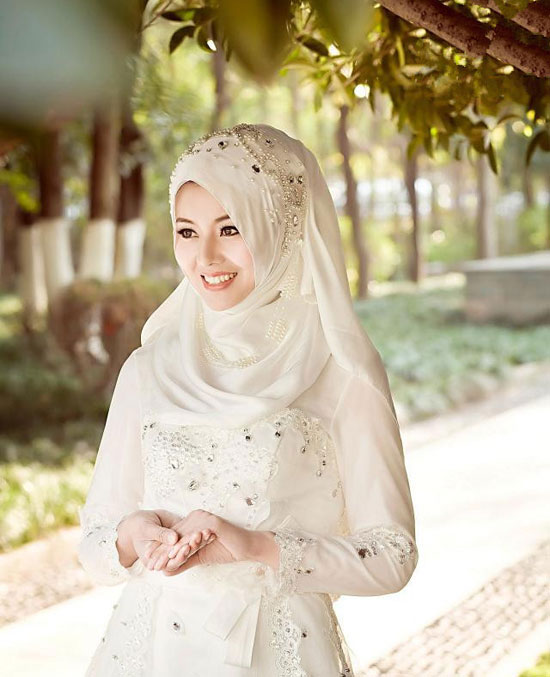 textured-sleeves-wedding-dress3 5 Stylish Muslim Wedding Dresses Trends for 2020