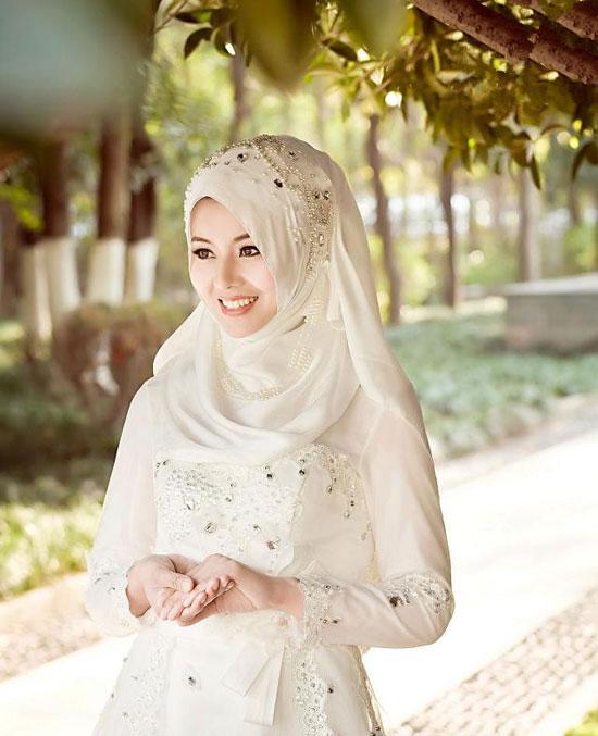 textured-sleeves-wedding-dress3 5 Stylish Muslim Wedding Dresses Trends for 2020