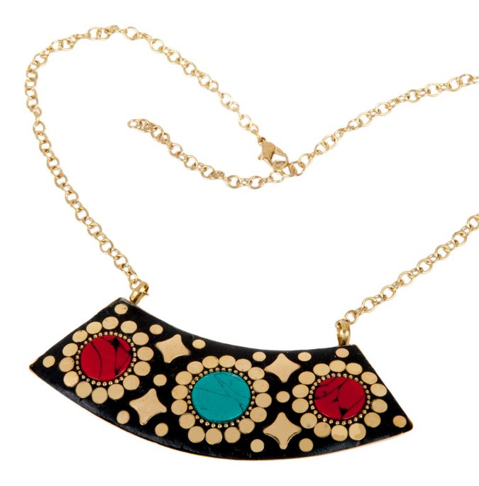 ventage-necklace-675x685 6 Main Necklace Trends For Summer 2018