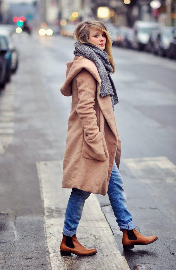 woman-wearing-chelsea-boots-675x1036 5 Main Women Shoe Trends for 2018
