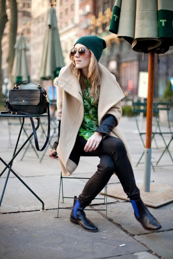 woman-wearing-chelsea-boots2 5 Main Women Shoe Trends for 2018