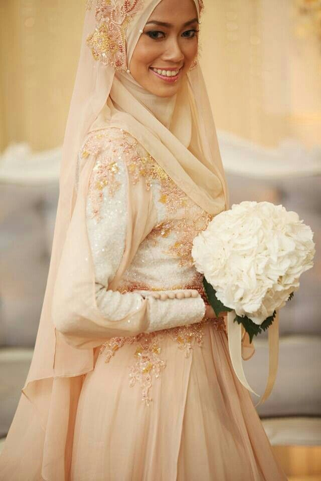 3d48285c10a06c257ccbb3081b70a18b 5 Stylish Muslim Wedding Dresses Trends for 2020