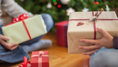 800x400-two-people-holding-christmas-gifts-390x220 UltraWebsiteHosting Review by Their Current Customers
