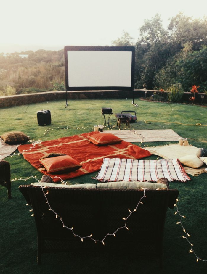 A-Backyard-Movie3 10 Best Outdoor Wedding Ideas in 2018