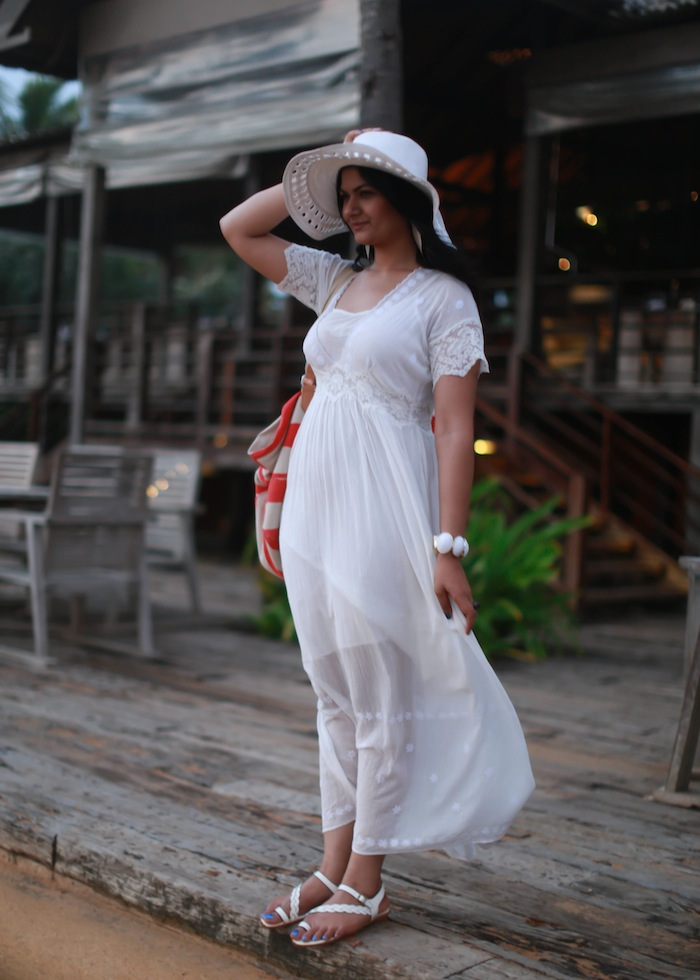 All-White-Beach-Outfit4 20+ Hottest White Party Outfits Ideas for Women in 2020