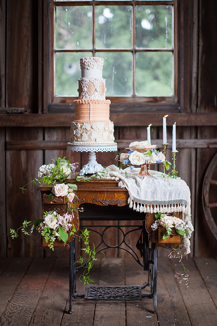 Cake-Table2 10 Best Outdoor Wedding Ideas in 2017