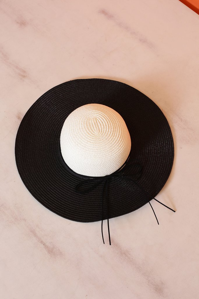 Color-Blocking-Sun-Hat1 10 Women's Hat Trends For Summer 2020