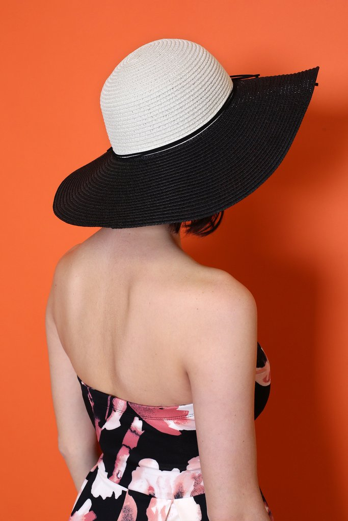 Color-Blocking-Sun-Hat2 10 Women's Hat Trends For Summer 2017
