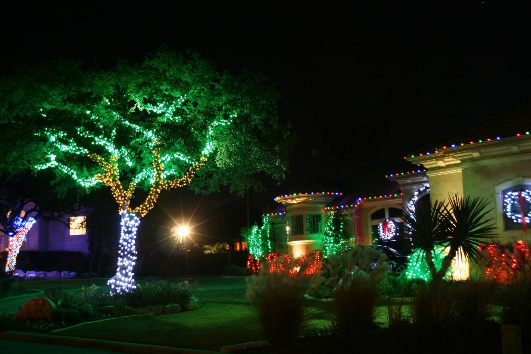 Decorate-your-home-as-well-as-the-garden-with-lights Top 10 Best Ways To Turn Your Home All Christmassy