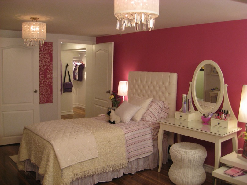 Elegant-Accessories2 Top 5 Girls' Bedroom Decoration Ideas in 2020