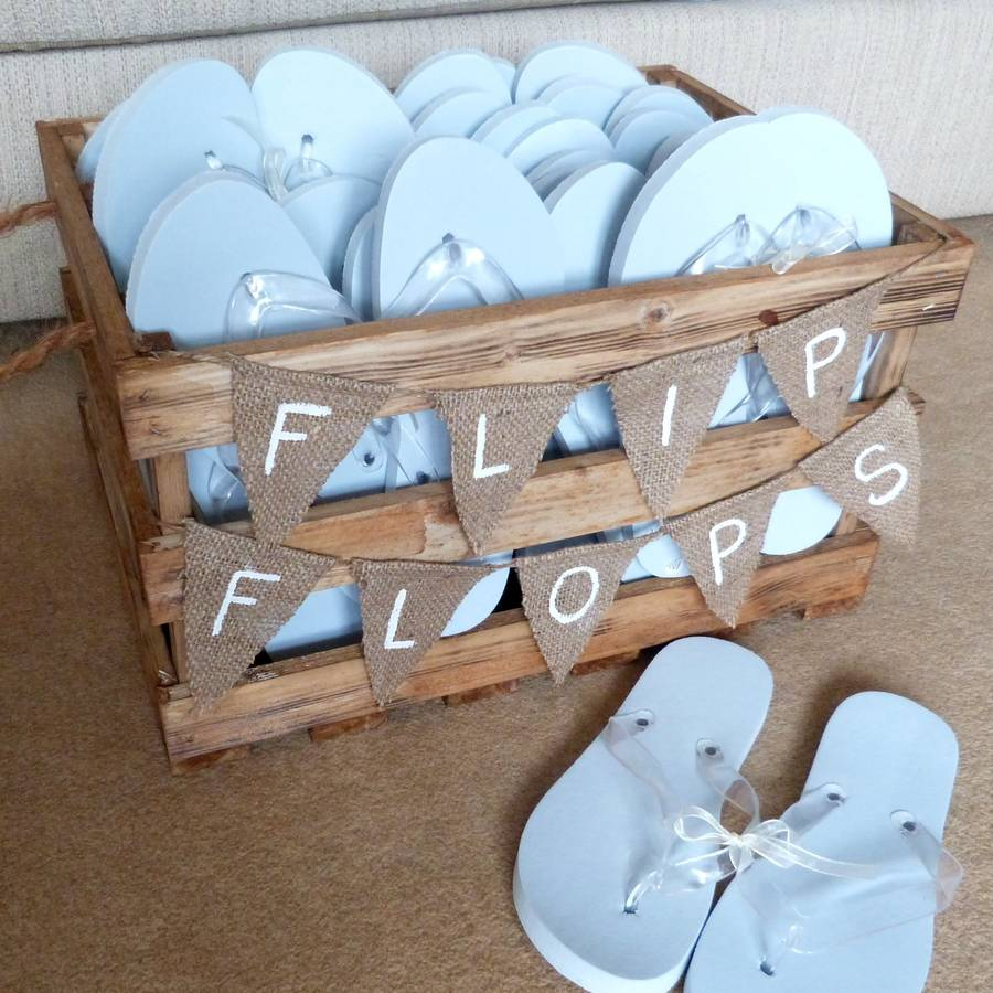 Flip-Flops3 10 Hottest Outdoor Wedding Ideas in 2020