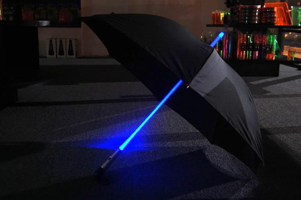 Light-Saber-Umbrella1 15 Unusual Umbrellas Design Ideas
