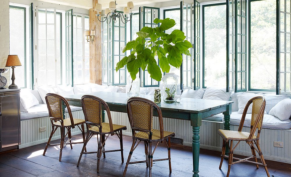 Parisian-Café-Inspired-Dining-Room4 11 Tips on Mixing Antique and Modern Décor Styles