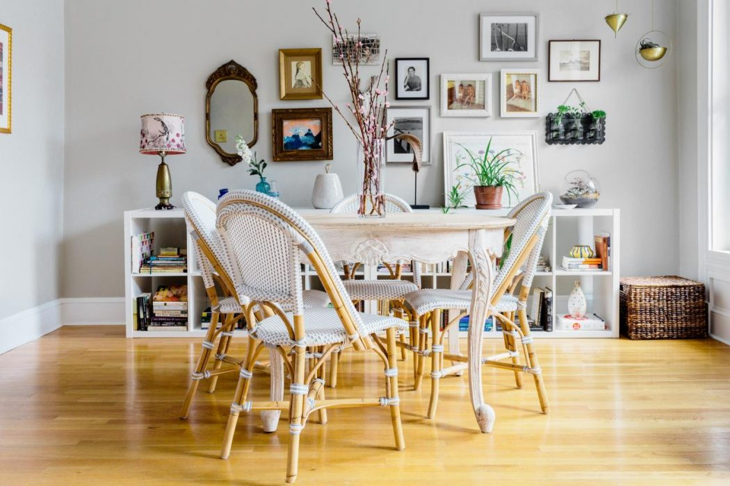 Parisian-Café-Inspired-Dining-Room5 11 Tips on Mixing Antique and Modern Décor Styles
