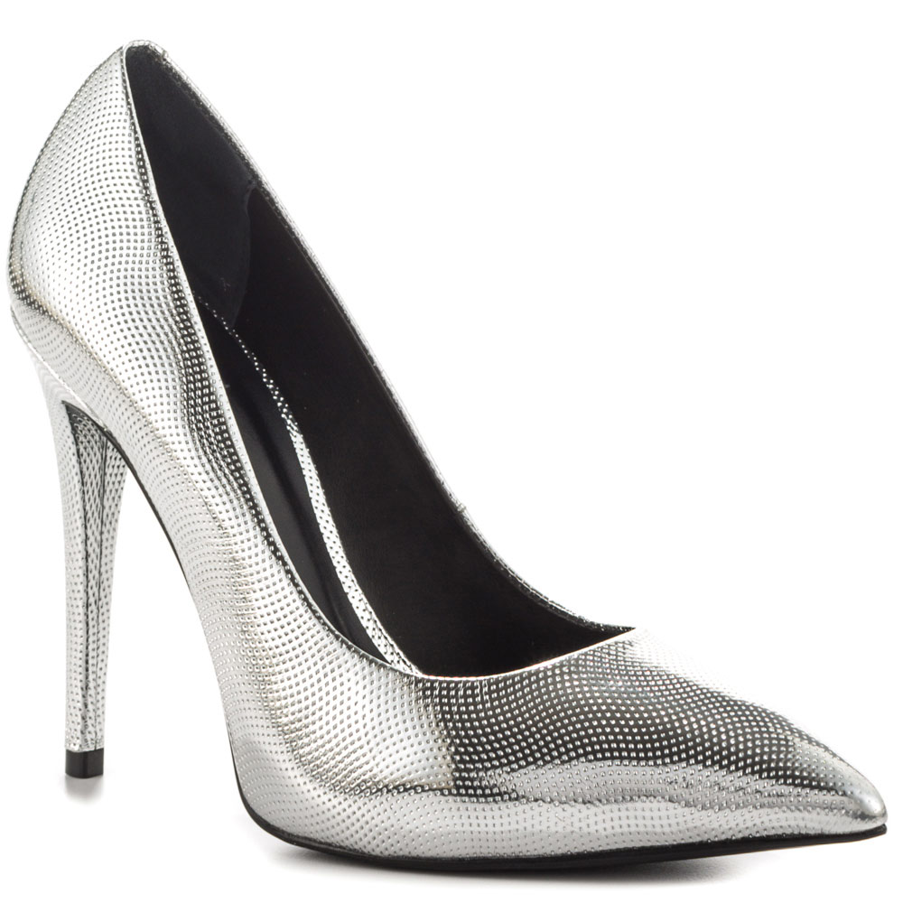 Shiny-shoes2 Hot 7 Summer/Spring Shoe Designs that Every Woman Dreams of