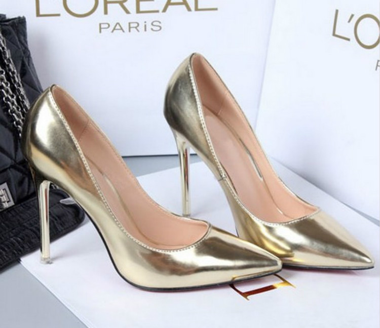 Shiny-shoes3 Hot 7 Summer/Spring Shoe Designs that Every Woman Dreams of