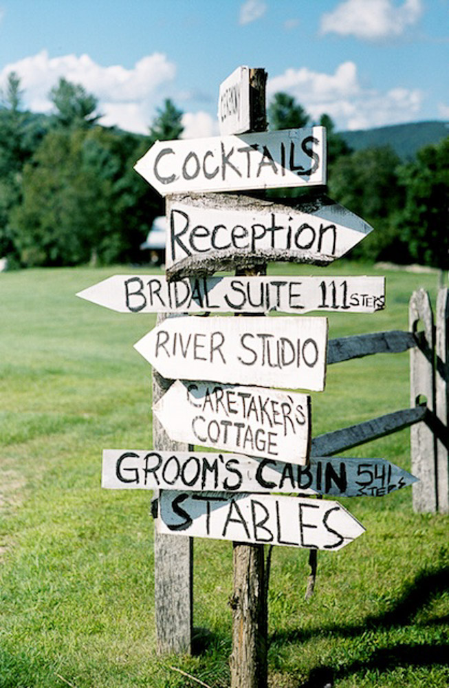 Signposts1 10 Best Outdoor Wedding Ideas in 2018
