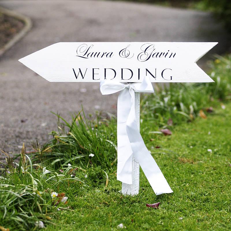 Signposts3 10 Best Outdoor Wedding Ideas in 2017