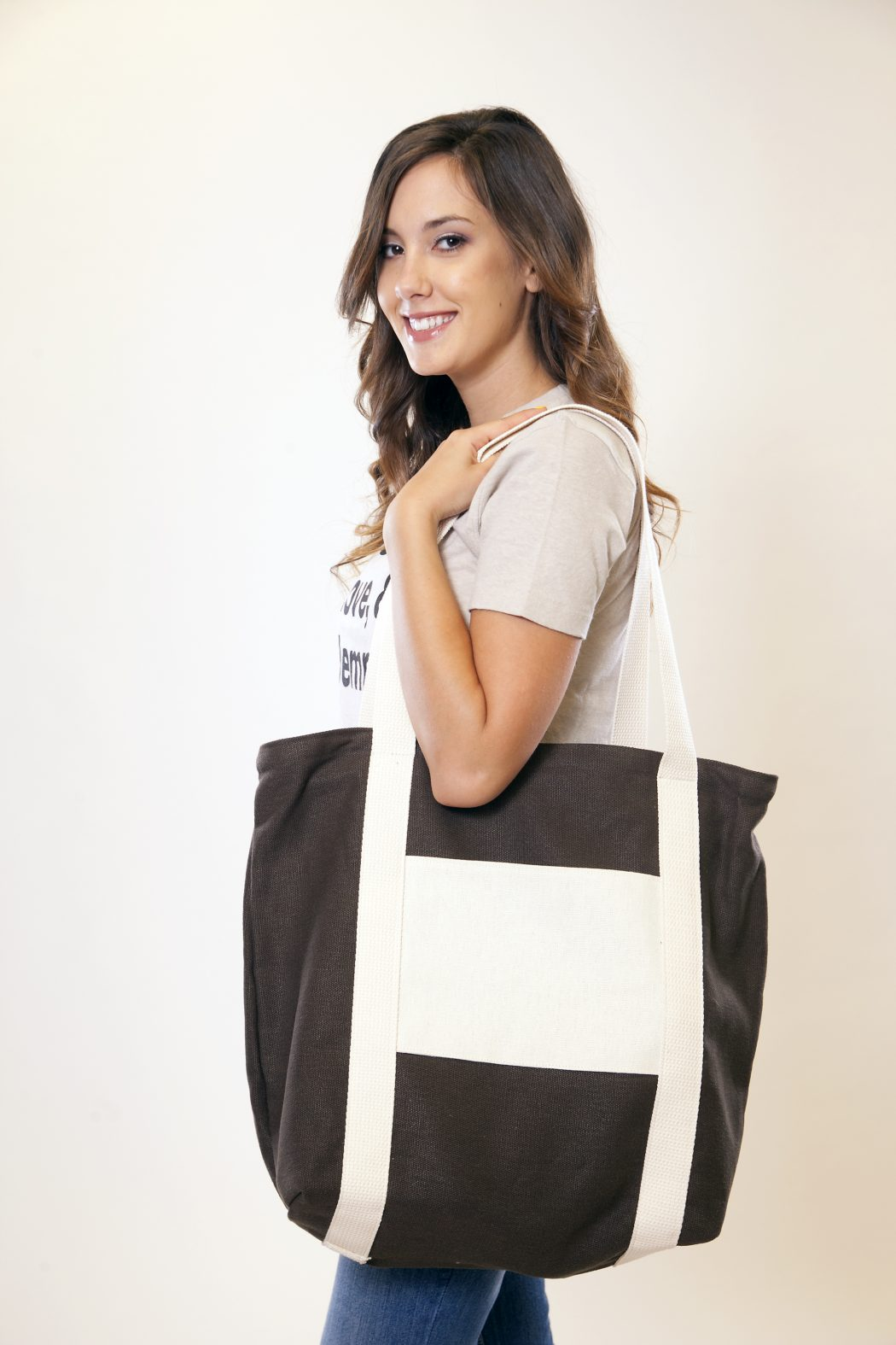 Super-sized-bags6 5 Hottest Spring & Summer Accessories Fashion Trends in 2020