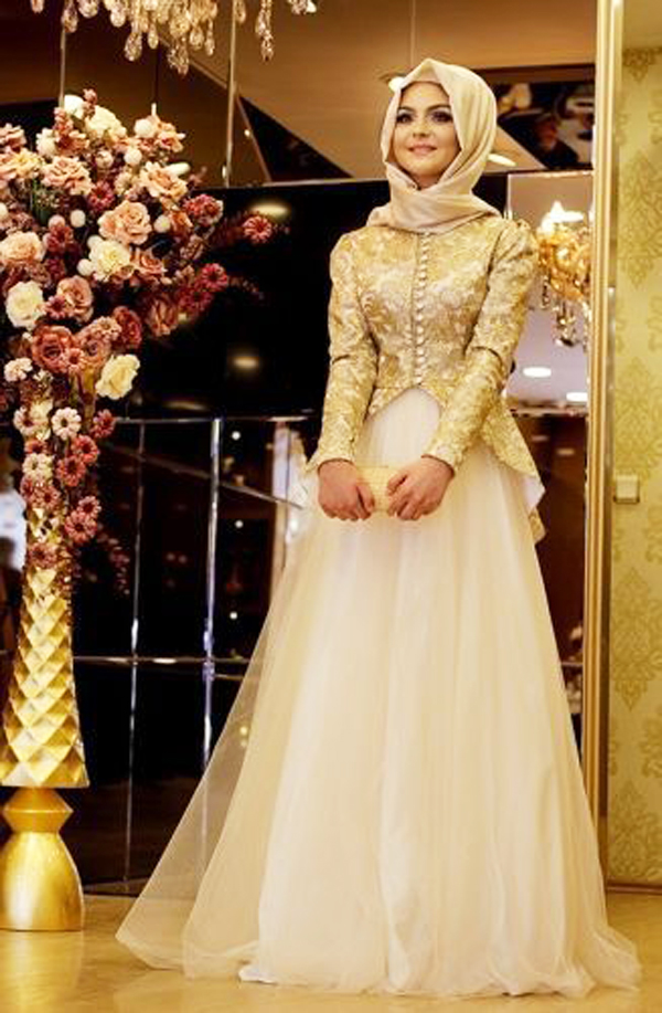 Wedding-Dress-with-Golden-Jacket-Matching-Hijab 5 Stylish Muslim Wedding Dresses Trends for 2020