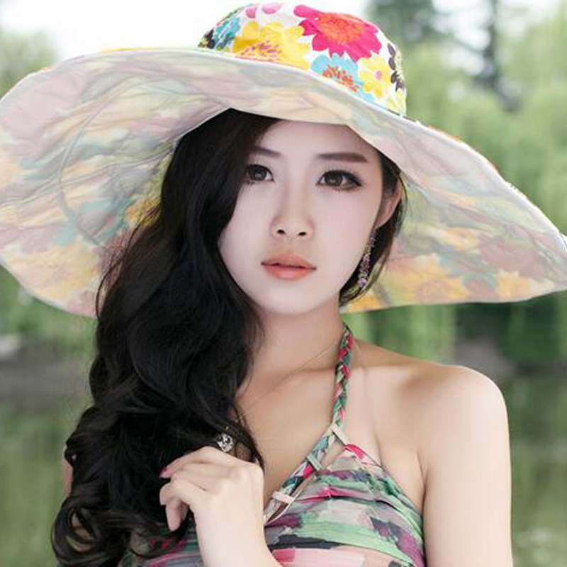Wide-brimmed-Fabric-Sun-Hat4 10 Women's Hat Trends For Summer 2018