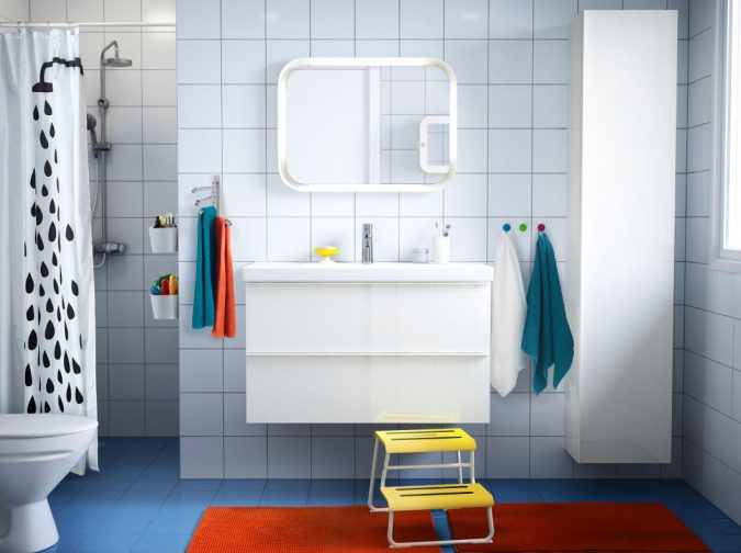 astounding-kids-bathroom-decorating-ideas-with-beautiful-plastic-shower-curtains-and-orange-rectangle-bath-mat-on-blue-floor-tiles-as-well-as-floating-washing-stand-under-mi-675x504 5 Bathroom Designs of kids' Dreams