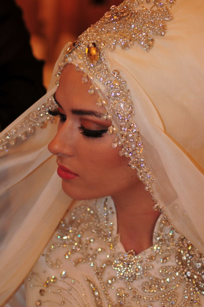 d2c07c7257e855bcc862a149863a9bfd 5 Stylish Muslim Wedding Dresses Trends for 2020