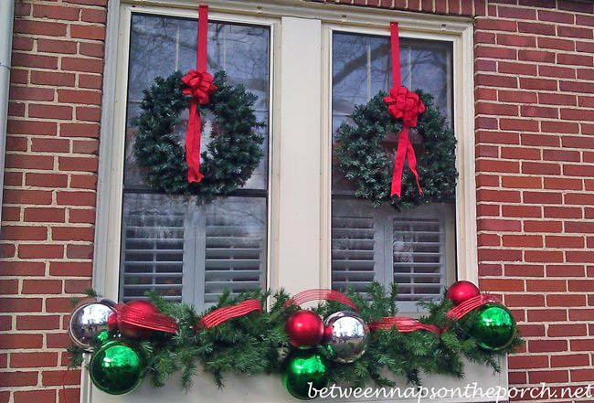 decoration-items-across-all-the-windows Top 10 Best Ways To Turn Your Home All Christmassy